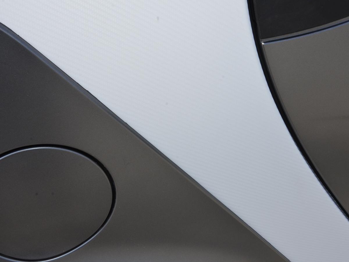 Tuning shop carbon folie 3d wei selbstklebend 1 rolle for Designfolie selbstklebend